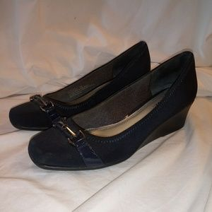 Womens shoes size 8.